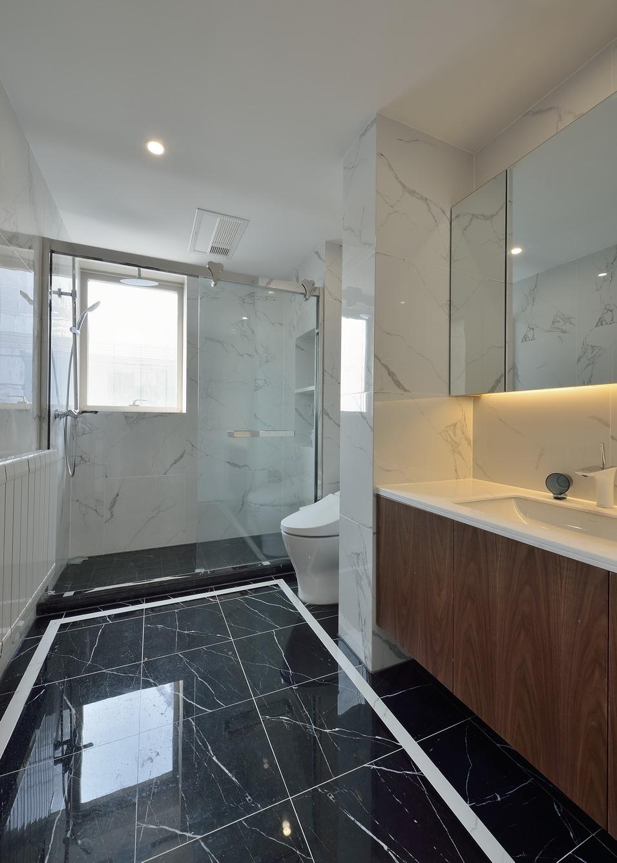 现代温馨简约卫生间装修样板房